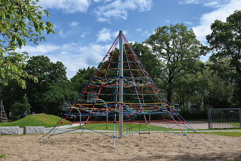 Climbing pyramid 450