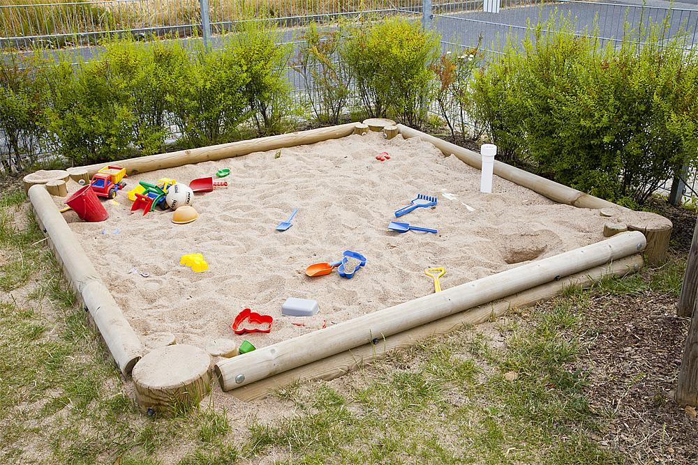 Palisade sandpit, square 360 cm