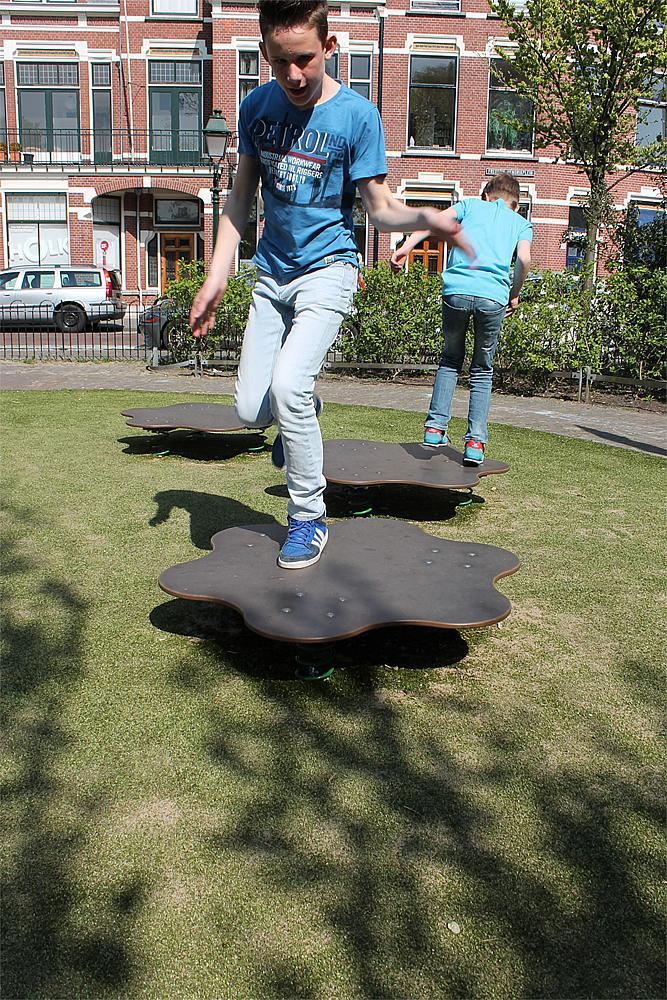 balance Flower jumping plates